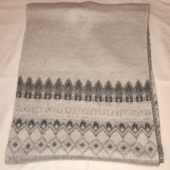 Abercrombie & Fitch Accessories - Grey Patterned Scarf